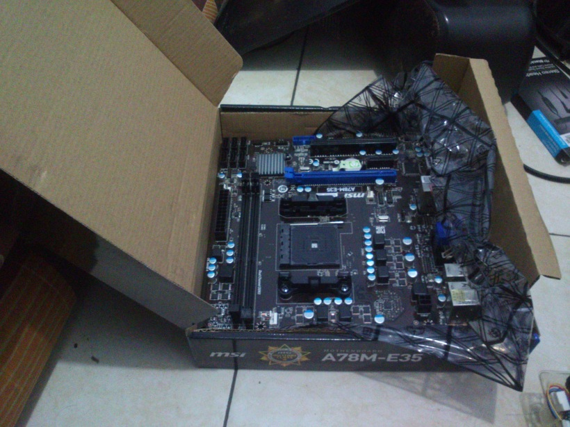 Motherboard MSI A78M-E33 pun juga diperawani... Ckckck