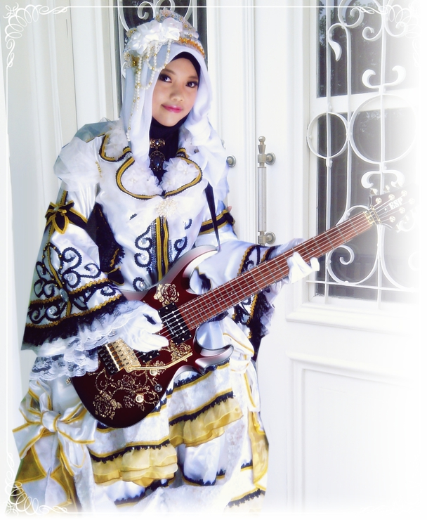Hizaki Versailles, Hijab ver.