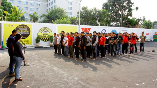 Apel penyambutan sekaligus pembukaan aneka lomba 17-an dilakukan oleh anggota Paguyuban Streetfire Jateng-Jogja (PSJJ) dan Paguyuban Motor Honda Yogyakarta (PMHY) di titik akhir city rolling Jogja Streetfire Parade, Astra Motor Safety Riding Center.