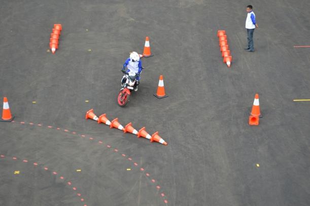 AstraMotor1 - Slalom Course, Salah Satu Teknik Berkendara yang Diberikan di Astra Motor Safety Riding Center