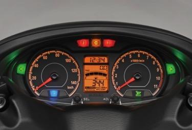 page190-suzuki-burgman-200-usa-gauges